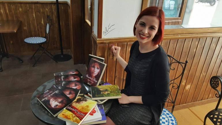 Crónica presentación Amapola de sangre en Café la Vida